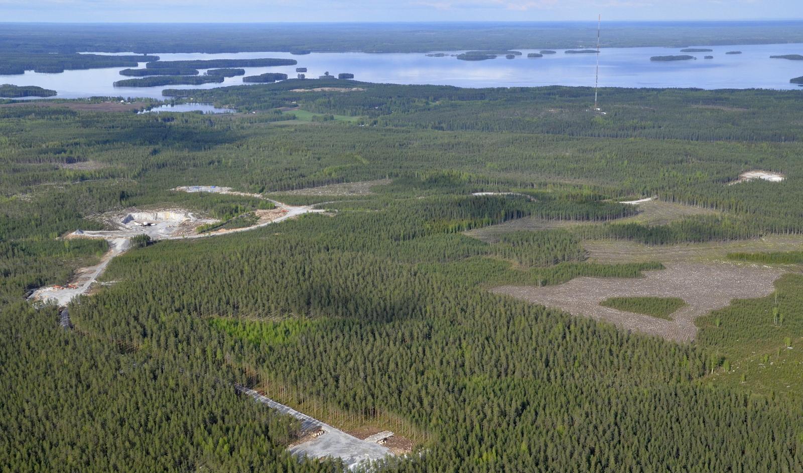 Ilosjoen radiomasto mukana kuvassa. Vasemmalla Ilosjärvi ja Iloskoki.