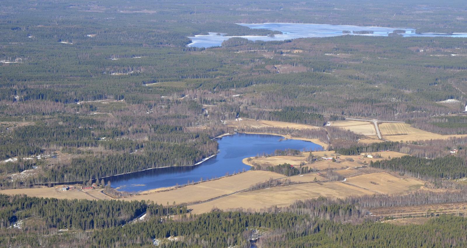 Taustalla Iisjärvi ja lähempänä Kajamalampi.