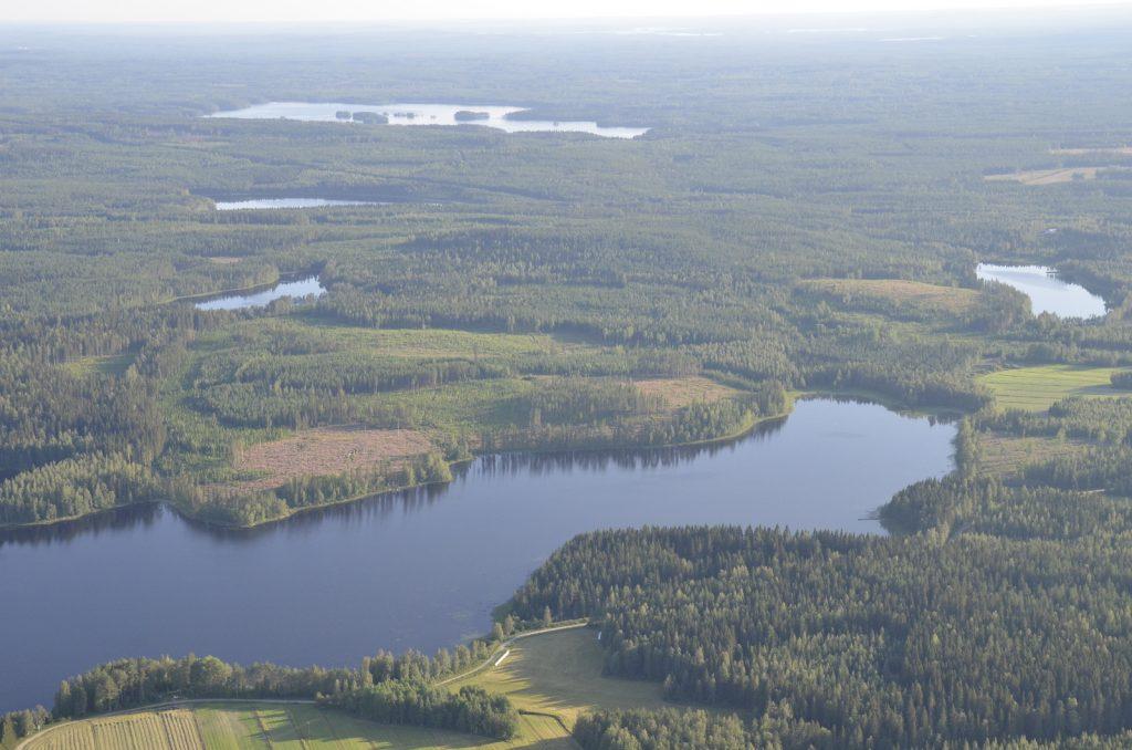 Korppisen takana kauimmaisena Iisjärvi, jonka oikealta puolelta jatkan Räihään.