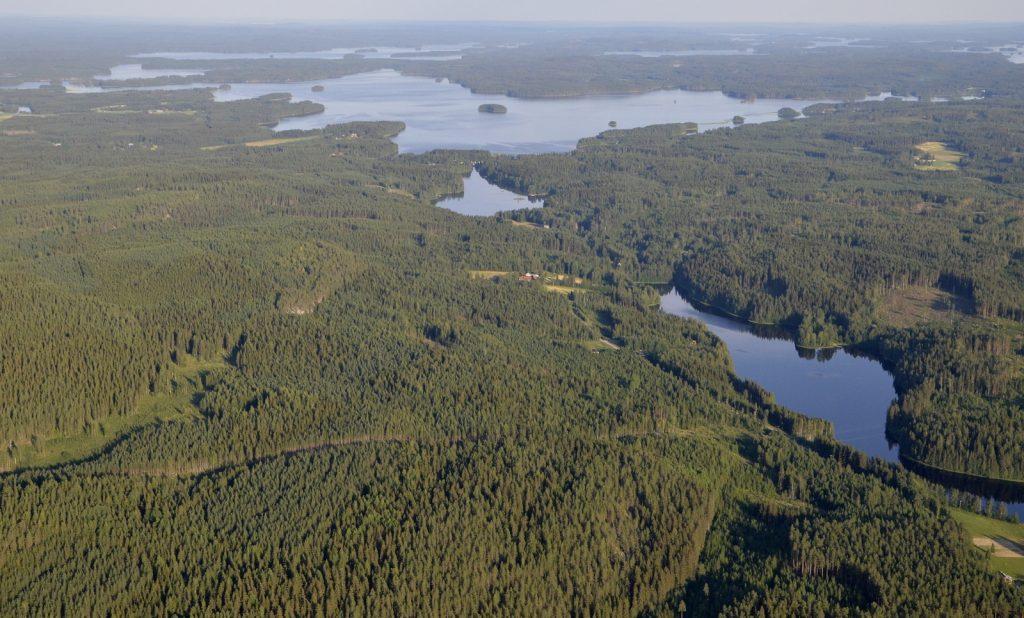 """Oikealla Kaijajärvi. """"alkuperäinen"""" nimi ollut Kaajajärvi."""
