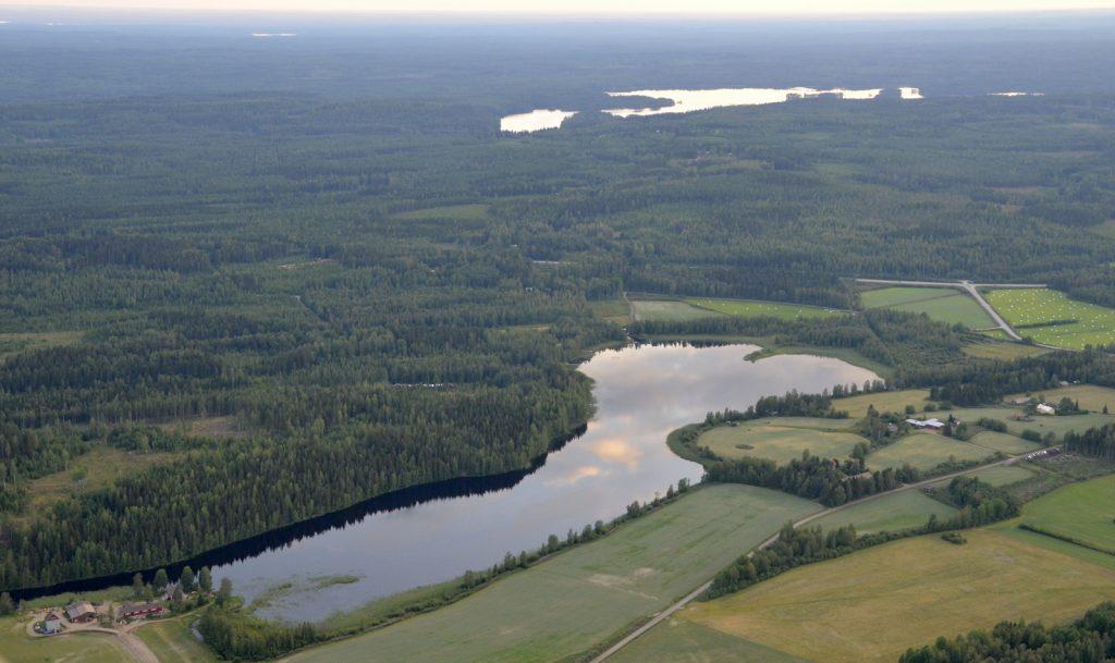 Kajamanlampi, taustalla Iisjärvi.