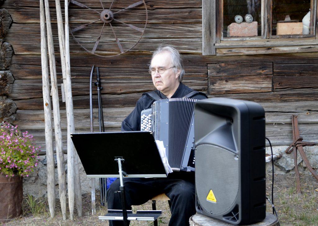 Spektaakkelin ideoija ja taiteellinen johtaja Timo kinnunen.