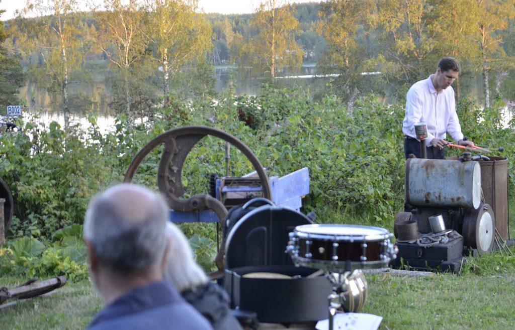 Antti Ohenoja ottaa rytmit vaikka maamoottorista:)