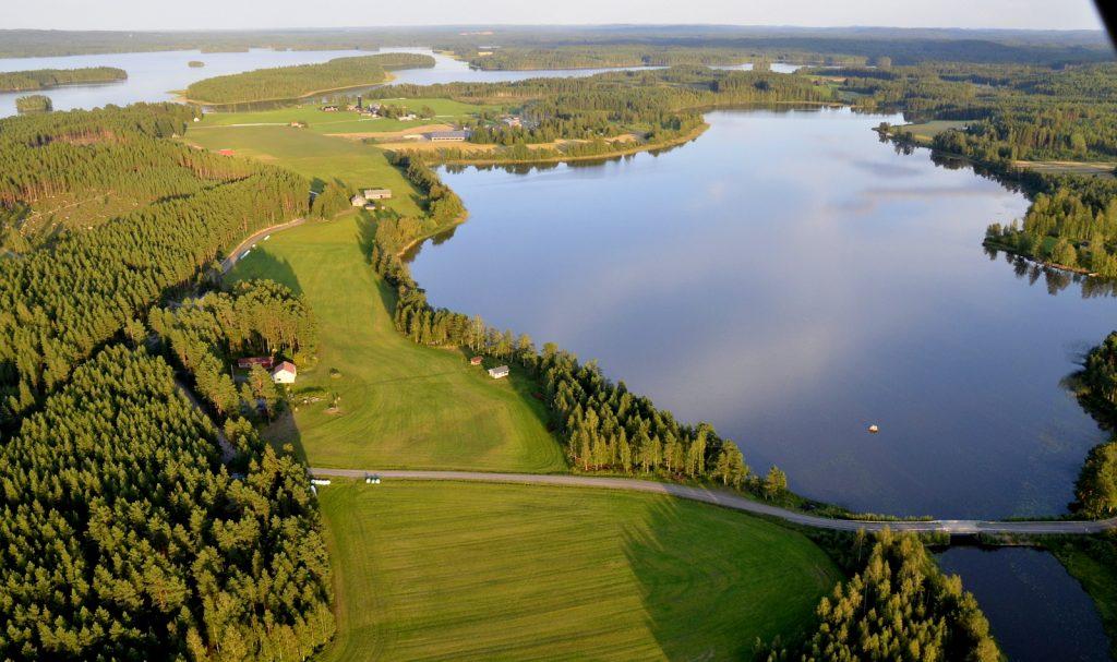 Pasalajärvi ja Hietalan Hirsinavettagalleria.